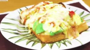 《デカ盛りハンター》アボカドチーズトマト(自宅で簡単!食パン神アレンジレシピ)