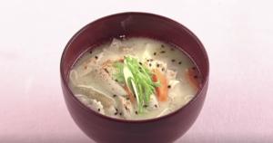 《上沼恵美子のおしゃべりクッキング》豚肉と根菜の粕汁(岡本健二)