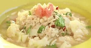 《土曜はナニする》鶏ひき肉とたらこカリフラワーのスープ(Atsushi)