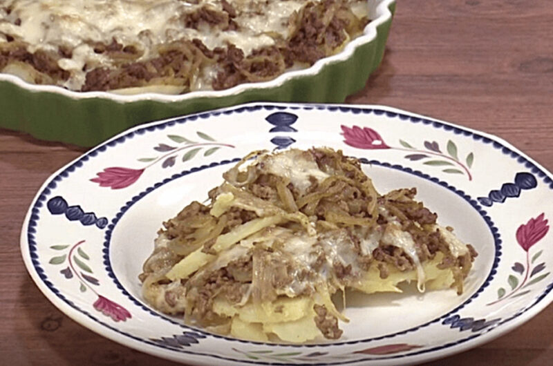 じゃが芋とひき肉の重ねグラタン&白菜とみかんのサラダ(石原洋子)