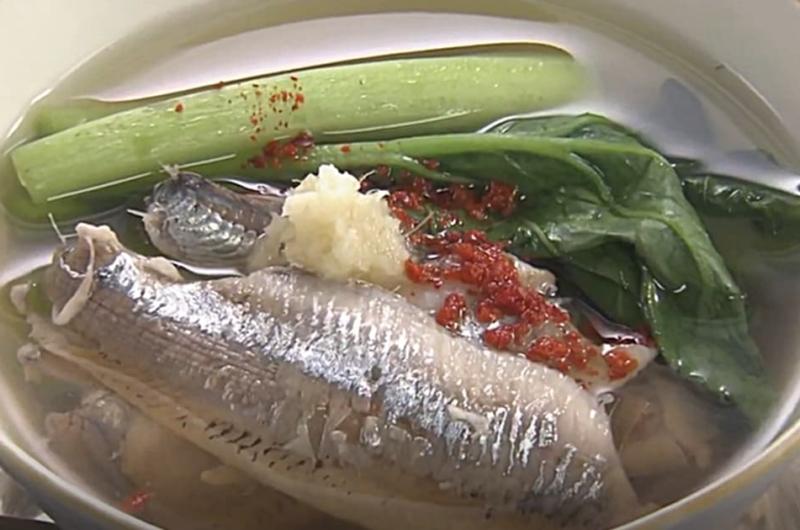 いわしと小松菜のおつゆ(大原千鶴の小粋な季節の食卓)