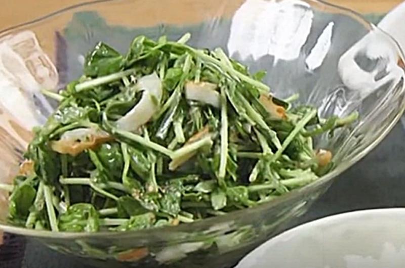 豆苗とちくわの味噌ドレサラダ(朝昼晩!3食献立作り:和田明日香)