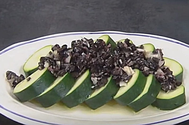 ズッキーニのタプナードソース(レシピリレー「お助けレンジ小鉢」タサン志麻)