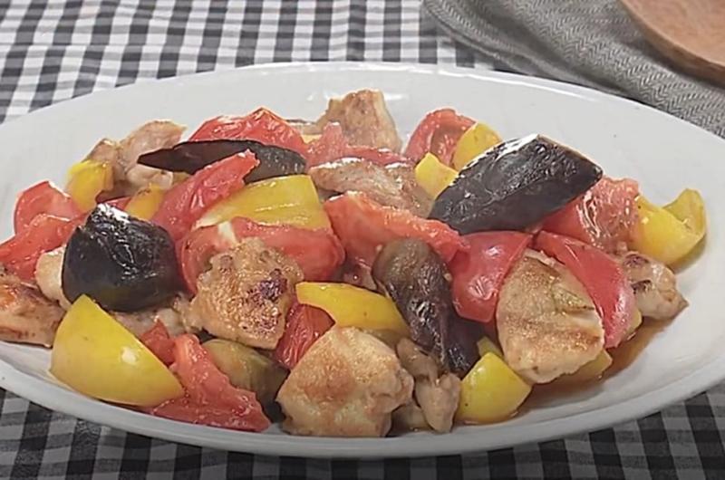 なす、パプリカ、鶏肉のトマト炒め(石原洋子)