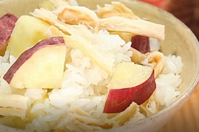 さつまいもご飯(コンビニ食材でワンランクUP!炊き込みご飯:藤井恵)