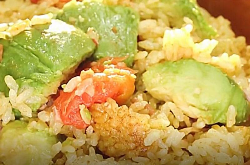タコライス風ご飯(コンビニ食材でワンランクUP!炊き込みご飯:藤井恵)