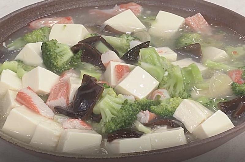 豆腐、かにかま、ブロッコリーのとろみ煮(石原洋子)